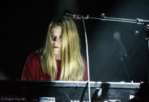 Picture of Anna von Hausswolff in concert with photography by Kasper Pasinski