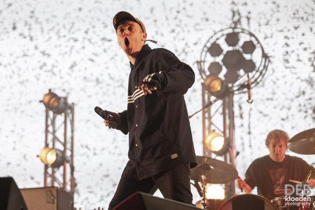 Picture of DMAs in concert by Australia music photographer Deb Kloeden