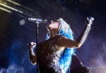Picture of Arch Enemy in concert in Italy by the Venice music photographer Gianluca Conselvan