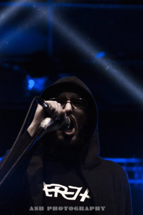 picture of AtriA in concert by Iran music photographer Arman Shahrokh