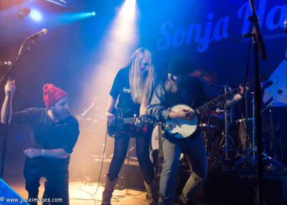 Picture of Sonja Hald in concert by Jason Champney