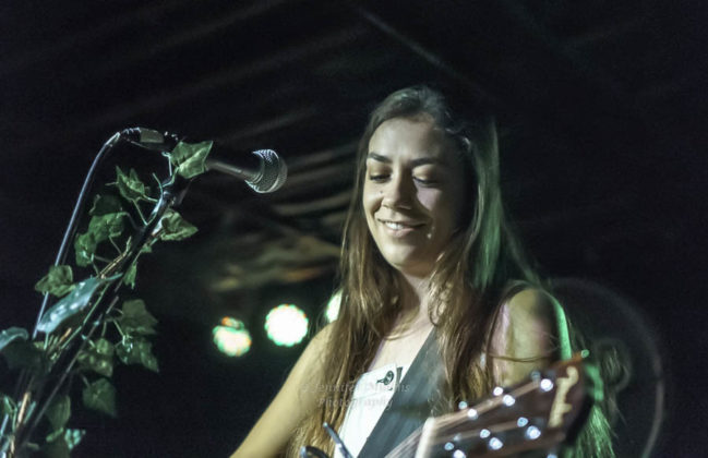 Picture of Danielle Durack in concert by Jennifer Mullins