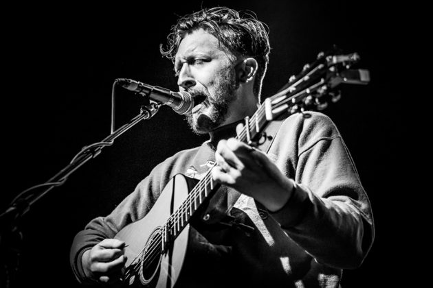 Picture of Tyler Childers in concert taken by the American music photographer Ron Valle