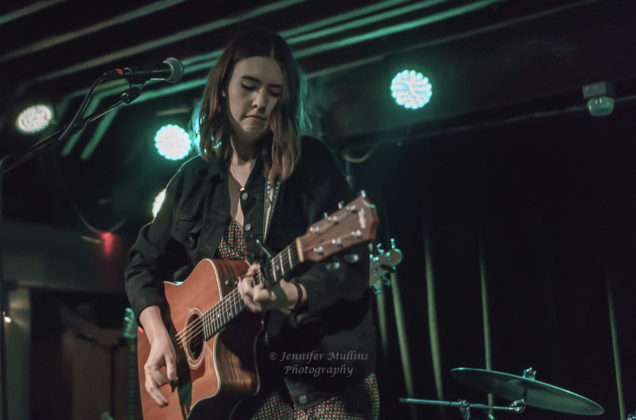 Picture of the pop singer Sydney Sprague in concert taken by music photographer Jennifer Mullins