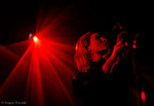 Picture of the rock singer Cate Le Bon in concert by Denmark gig photographer Kasper Pasinski