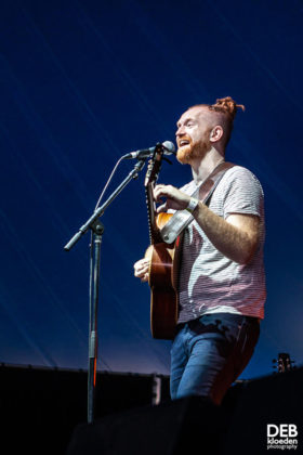 Picture of Newton Faulkner in concert taken by The Delta Riggs