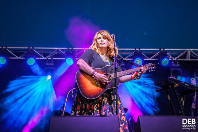 Picture of Clare Bowditch in concert taken by The Delta Riggs