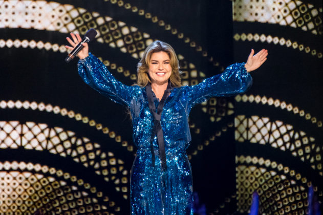 Picture of the singer Shania Twain in concert taken by the Toronto concert photographer Orest Dorosh
