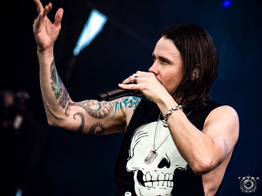 Picture of Myles Kennedy in concert taken by music photographer Emma Bauer