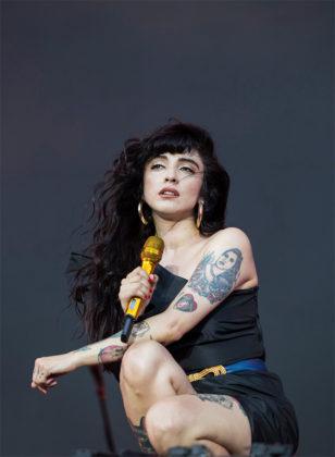 Picture of Mon Laferte in concert taken by Leyda Luz