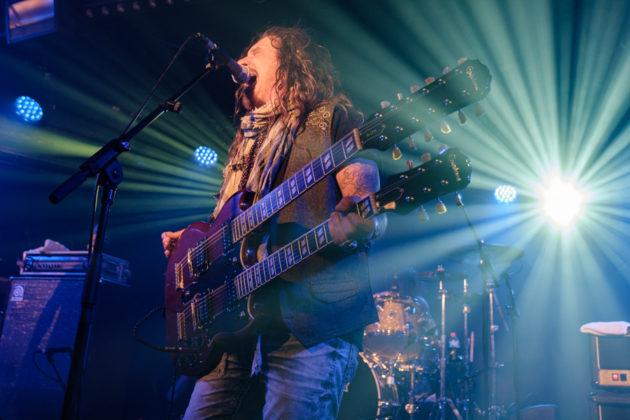 Picture of John Corabi in concert taken by Darren Chan