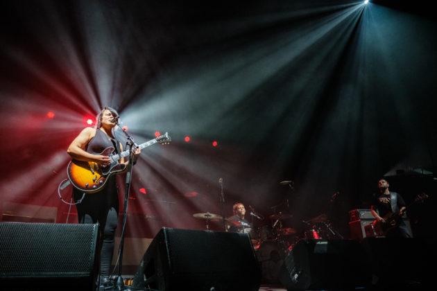 Picture of Karen Lee Andrews in concert taken by Darren Chan