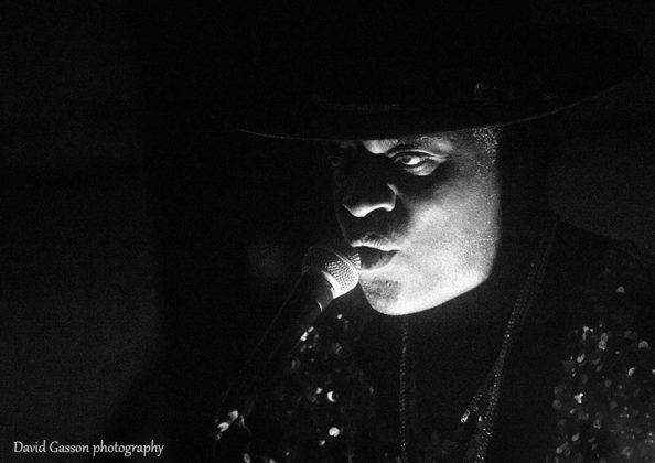 Picture of Carvin Jones in concert by David Gasson