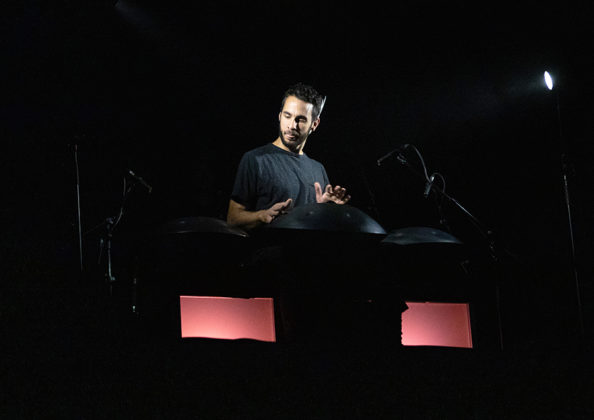 Picture of Manu Delago in concert by Helder Martins