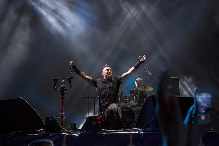Picture of Hayko Cepkin in concert by Yusuf Belek