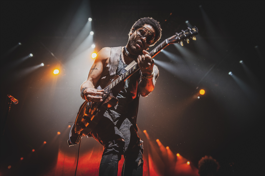 Picture of Lenny Kravitz in concert by J.M. Grimaldi