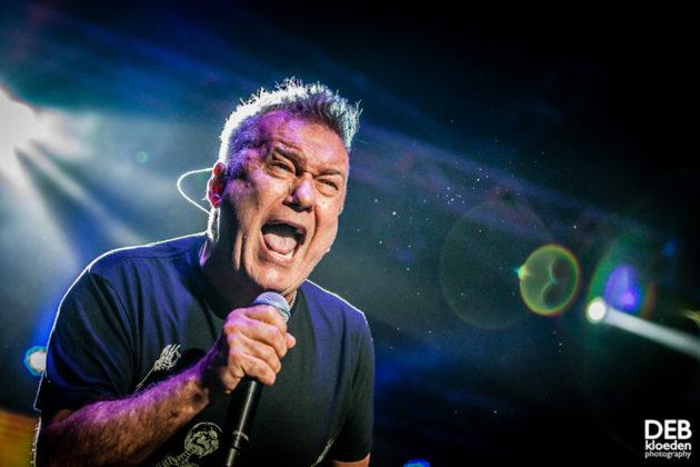 Picture of Jimmy Barnes in concert by Deb Kloeden