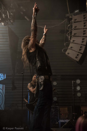 Picture of Amorphis concert with photography by Kasper Pasinski