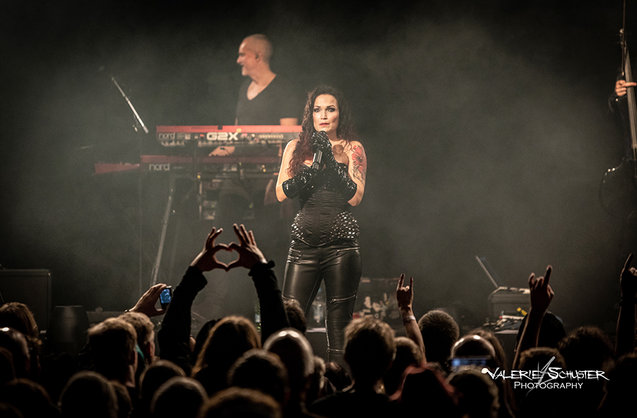 Picture of Tarja with German concert photography by Valerie Schuster