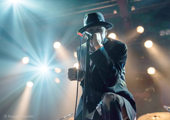 Picture of Flush The Fashion in concert with music photography by Kasper Pasinski