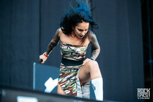 Picture of Jinjer in concert with festival photographer Stan Srebar