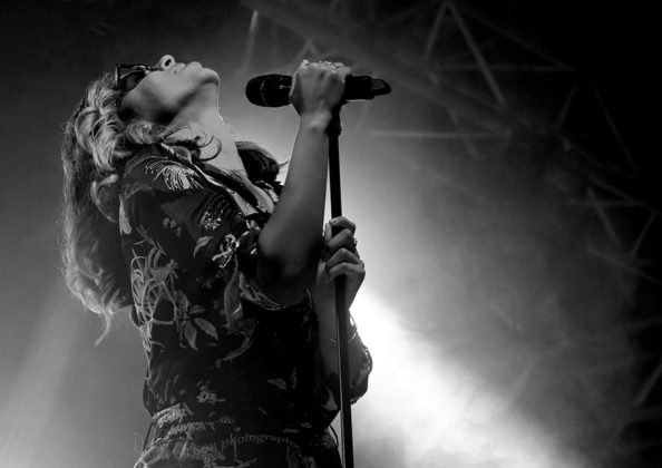 Picture of Kelli-Leigh in concert by Croatian Pop music photographer David Gasson