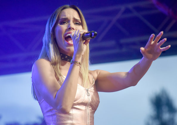 Picture of Franka Batelić in concert by Croatian Rock music photographer David Gasson