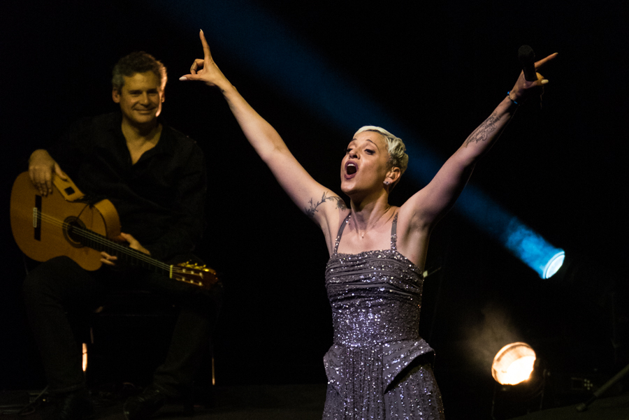 Picture of Mariza in concert with Italian music photography by Luca Quadrio