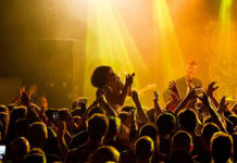 Picture of Lorna Thomas & Skinny Lister in concert bu the England Music and Pit photographer Ant Penny