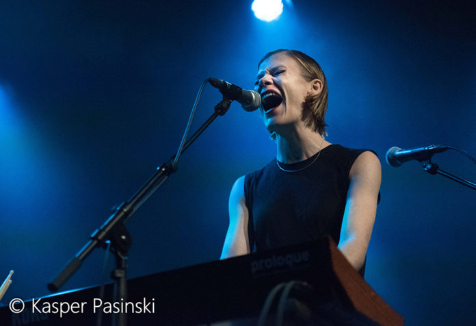Picture of Trixie Whitley in concert in Denmark by Copenhagen Music and Pit photographer Kasper Pasinski