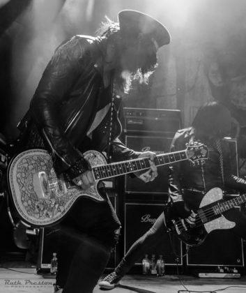 Picture of Michael Grant & LA Guns in concert by Ohio music photographer Ruth Preston