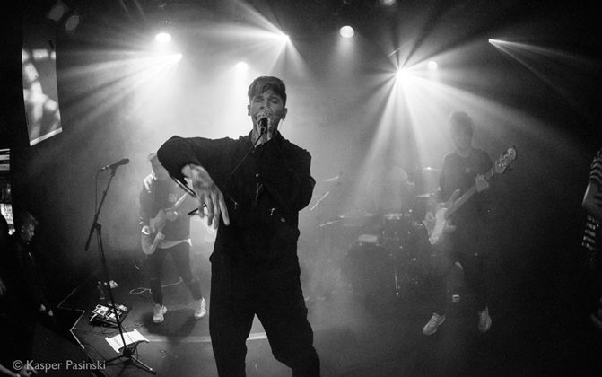 Picture of Slaves in concert by music photographer Kasper Pasinski