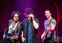 Picture of Toto in concert by Aki Fujita Taguchi