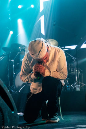 Picture of Avraham Tal in concert with photography by Omer Keidar