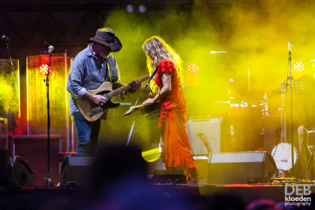 Picture of Kasey Chambers in concert by Deb Kloeden