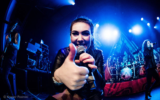 Picture of Amaranthe in concert by the music photographer Kasper Pasinski