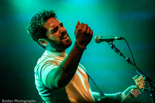 Picture of Omer Netzer in concert with photography by Omer Keidar