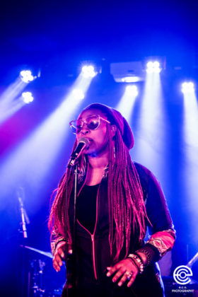 Picture of Mumu Fresh in concert with photography by Eva Catarina Olausson