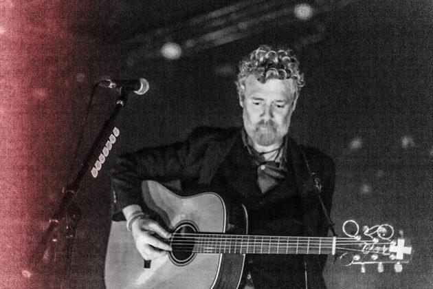 Picture of Glen Hansard in concert by Danni Fro