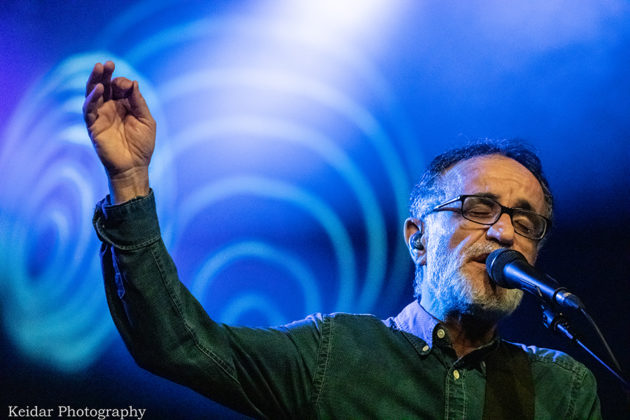 Picture of Ehud Banai in concert by Omer Keidar