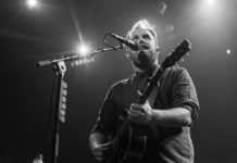 Picture of Gavin James in concert by Danni Fro