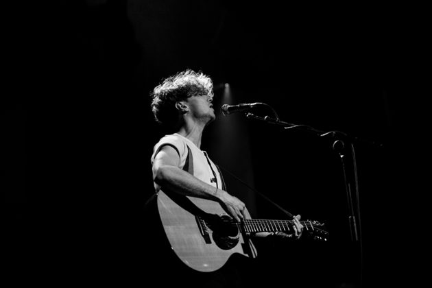Picture of David Keenan in concert by Danni Fro