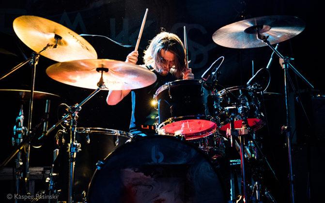 Picture of the rock band Black Peaks in concert in Denmark taken by gig photographer Kasper Pasinski