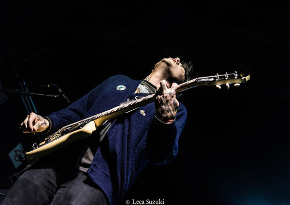 Picture of the punk rock singer Frank Iero in concert by the Brazil music photographer Leca Suzuki