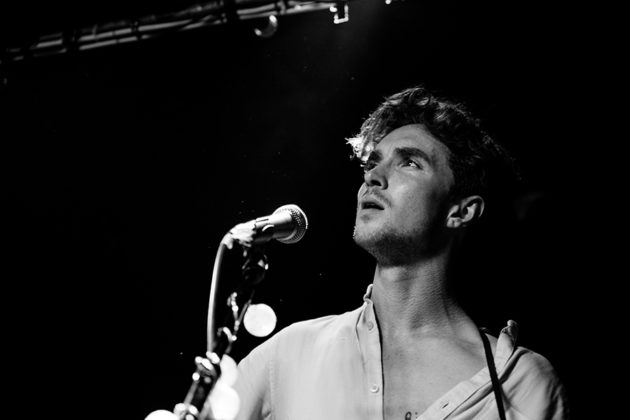 Picture of the folk singer David Keenan in concert taken by the gig photographer Danni Fro