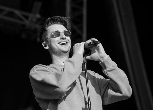 Picture of the Irish singer Flynn in concert taken by the music photographer Danni Fro