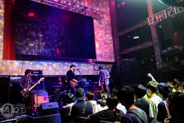 Picture of the alternative rock band Swervedriver in concert taken by Japan concert photographer Aki Fujita Taguchi