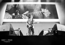 Picture of the American musician John Mayer in concert taken by Dee Carter