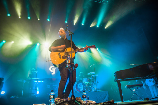 Picture of the singer Gavin James in concert taken by Danni Fro