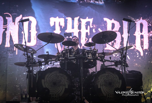 Picture of the Symphonic metal band Beyond the Black in concert taken by Valerie Schuster